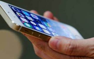 Indians can't do without mobile devices while travelling: Study