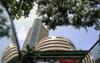 Sensex reverses early trend, nosedives 271 pts