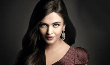 Bollywood Actress Aishwarya Rai Bachchan wins Global Indian of the Year award