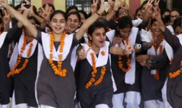 CBSE class XII Results 2016; Girls outperform boys in the exam and Delhi girl scores 99.04 percent