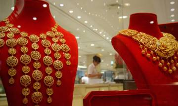 Gold price sour up to one month high Rs 30,950