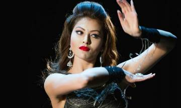 Kaabil: Urvashi Rautela looks sensuous in remake of Big B's 'Saara Zamana'