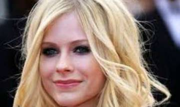 Avril Lavigne lashes out at Mark Zuckerberg for bullying Nickelback