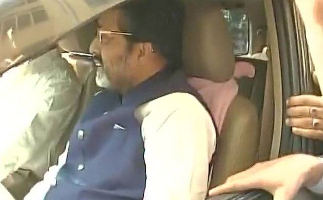 TMC MP Sudip Bandhopadhyay leaves CBI office in Kolkata after being questioned in connection with the Rose Valley chit fund scam case. (ANI)
