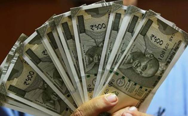 A man shows currency notes of Rs 500 at a bank branch. (File Photo)