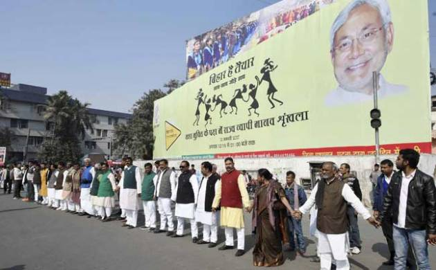 Bihar joins hands against liquor forming world's longest human chain