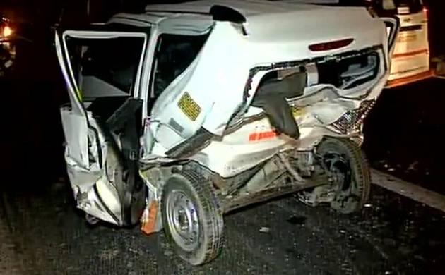 Delhi: Speeding BMW car crashes into cab in Munirka, one dead