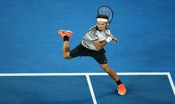 Federer clinches five set marathon against Wawrinka in Australian Open semis, sets up posibility of dream final with Nadal