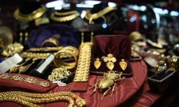 Gold price falls Rs 400, plunges to 2-week low at 29,150 per 10 gram
