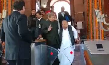 Video   UP Elections 2017: Mulayam Singh Yadav gives blessings to SP-Congress alliance