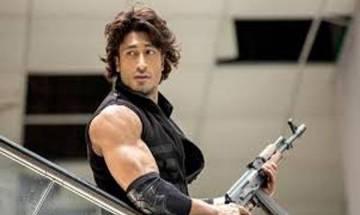 Vidyut Jammwal considers Ajay Devgn as real 'desi action hero'
