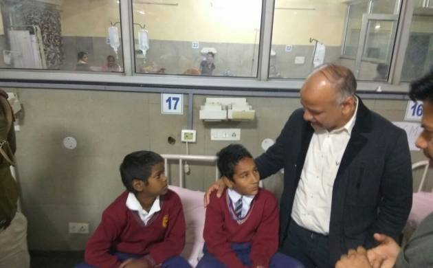 Manish Sisodia with kids at hospital (source; twitter)
