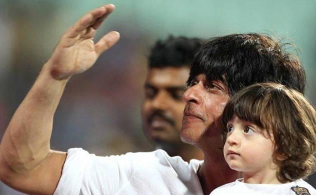 SRK with AbRam take a joyride on streets of Mumbai