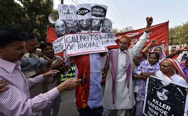 Survivors of the Bhopal gas tragedy stage a protest demonstration demanding proper compensation and justice. (File Photo- Getty Images)