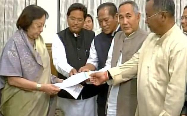 Manipur MLAs meeting Governor Najma Heptulla (Image: ANI)
