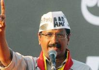 Delhi CM Kejriwal meets party candidates contesting MCD polls, takes stock of campaign activities