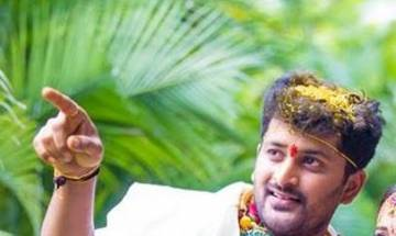 Telugu TV serial actor Pradeep Kumar commits suicide by hanging self at his house in Hyderabad