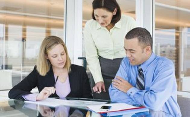 Helping co-workers may lead to unhealthy work environment, says study