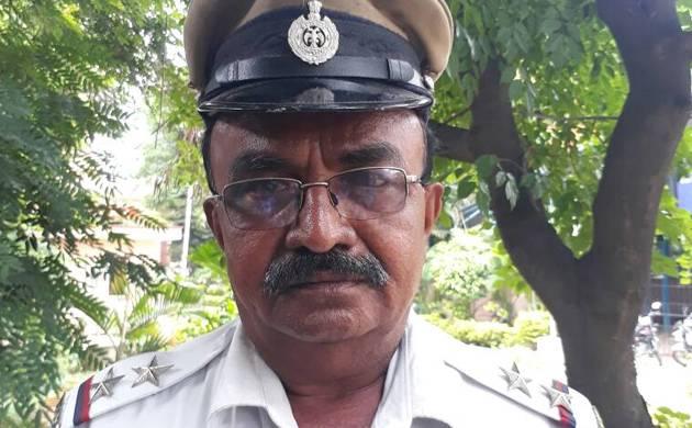 Bengaluru traffic police sub-inspector ML Nijalingappa (Pic: Twitter)
