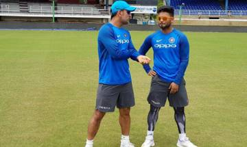 India vs West Indies: MS Dhoni gives pep talk to Rishabh Pant, plays perfect mentor to young wicket-keeper batsman