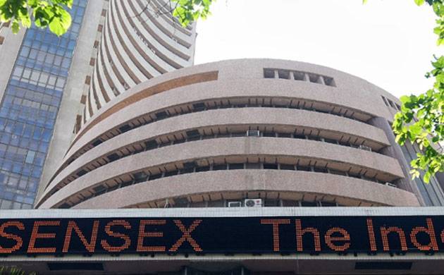 Sensex breaches 32,000 mark for the first time