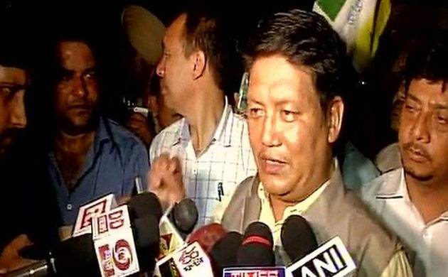 Gorkhaland protest: Hunger strike will be lifted after talks, says GJM (Source: ANI)