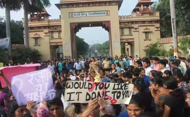 Banaras Hindu University: Students continue protests; Rahul Gandhi asks PM Modi to appologise; 1000 FIRs lodged. (Source: BHU student)