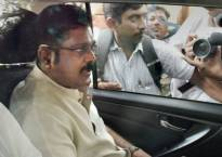 Election Commission rejects Dhinakaran's plea to defer hearing on two-leaves symbol case