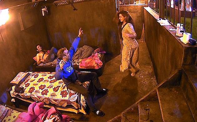 Bigg Boss 11, Episode 6, Day 5, LIVE updates: Friday Ka Faisla to bring some major twist on show
