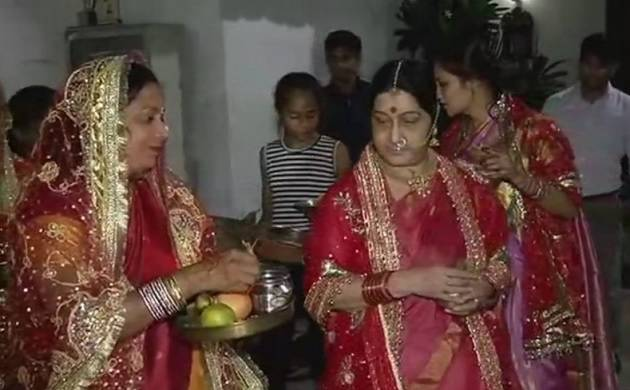 Swaraj was seen offering prayers to the moon and broke her fast after performing all rituals