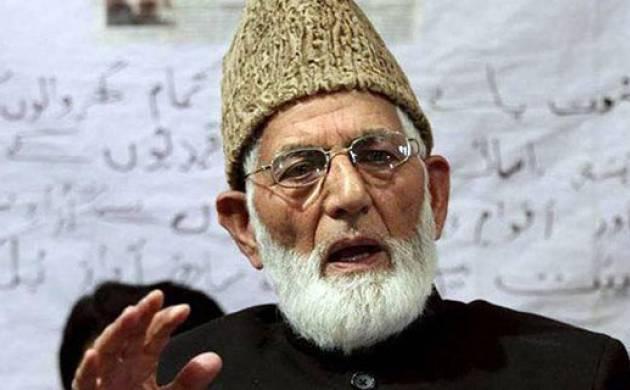 Hurriyat leader Geelani lashes out at Farooq Abdullah for dismissing independent Kashmir talk