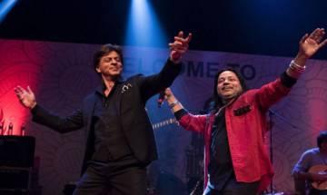 IFFI 2017: Shah Rukh Khan dances like a 'Jungli' while Kailash Kher sings (watch video)