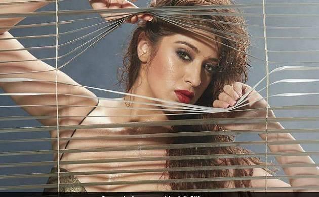 Julie 2 Movie Review: Raai Laxmi's Bollywood debut sinks untraced!