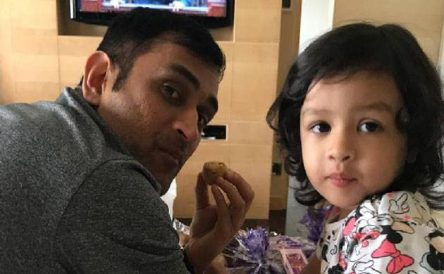 MS Dhoni and daughter Ziva singing 'Merry Christmas' is the CUTEST thing you will see on internet (Source- Ziva's Instagram)