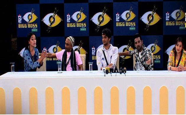 Bigg Boss 11: Journalists GRILL top five contestants; Hina Khan-Shilpa fight once again (Source- Colors' Twitter)