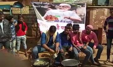 Congress workers hold 'pakoda protest' in MP against PM Modi's remark on job creation