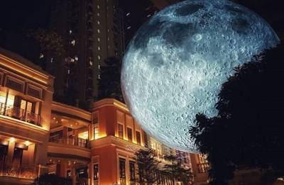 Moon replica stationed at Delhi's British Council building; Will be exhibited till March 2