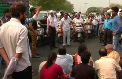 HRD seeks report on school girl's suicide, parents stage protest seeking CBI probe