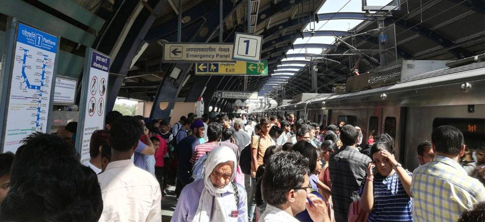Delhi Metro Blue Line hit by snag, services disrupted (Source: NewsNation.in)