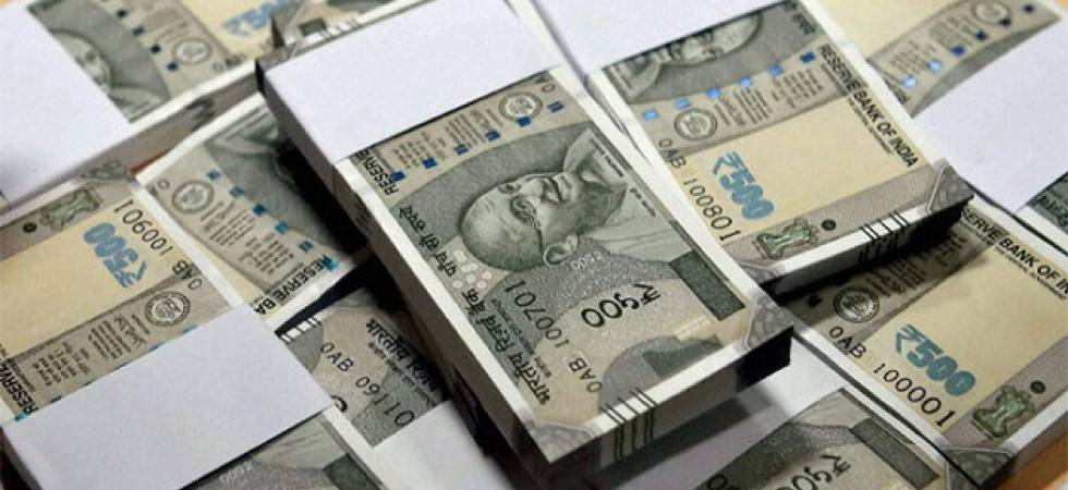 Rupee sheds 3 paise against US dollar (File Photo)