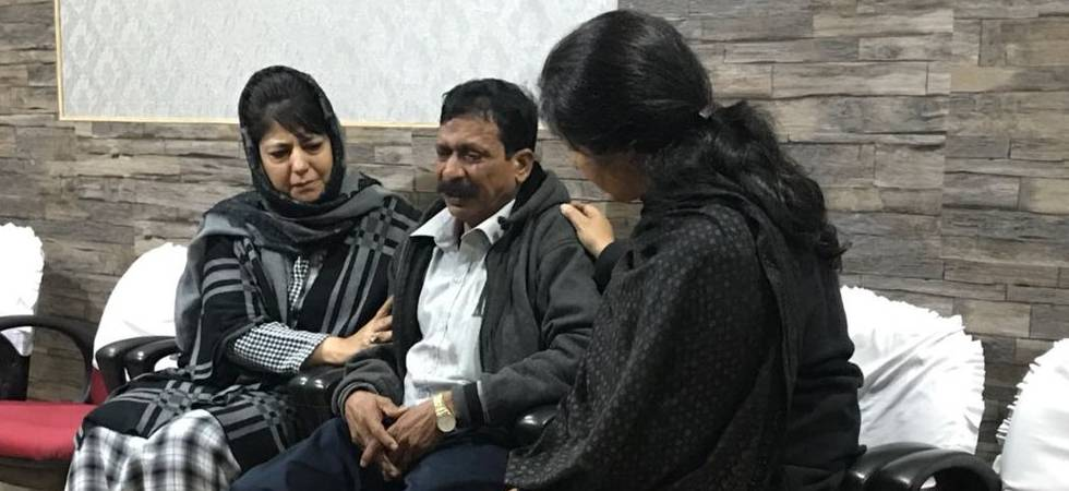 J&K: Tourist from Tamil Nadu killed in stone pelting, CM Mehbooba Mufti expresses grief (Source- ANI)