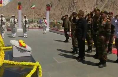 President Kovind visits Siachen base camp, world's highest battlefield