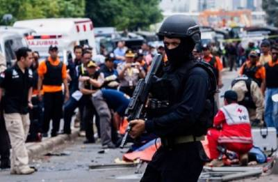 Surabaya attacks: 11 killed, 41 injured after suspected IS-inspired suicide bombers hit churches