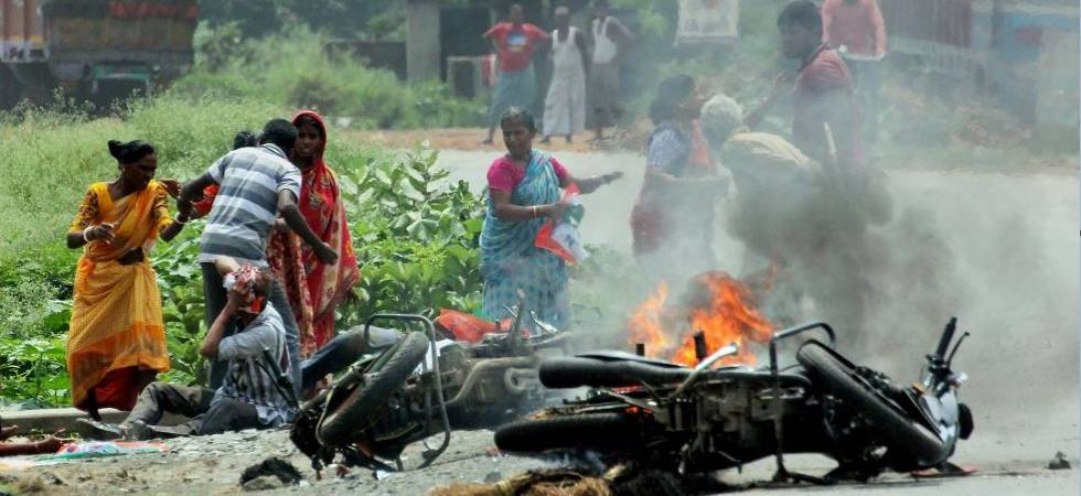 People in West Bengal must act to douse flame of violence (Photo Source: PTI)