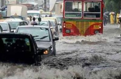 Heavy rain in Mumbai, trains running late, flight services disrupted