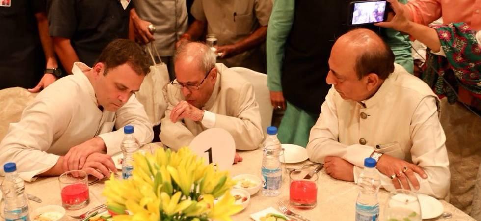 Rahul Gandhi in discussion with Pranab Mukherjee during his Iftar party (Phot: Twitter/Rahul Gandhi)