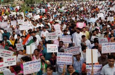 AAP protest march to PM house stopped midway by Delhi police