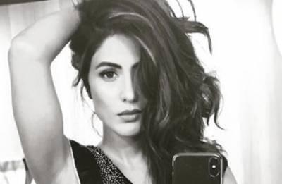 Bigg Boss 11 finalist Hina Khan's mesmerising look in black saree