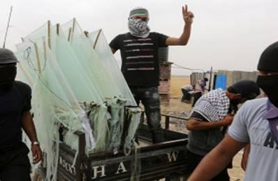 Israel tightens Gaza blockade as arson kites raise fears of war