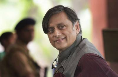 Piyush Goyal criticises Shashi Tharoor's 'foreign accent'; Congress MP hits back